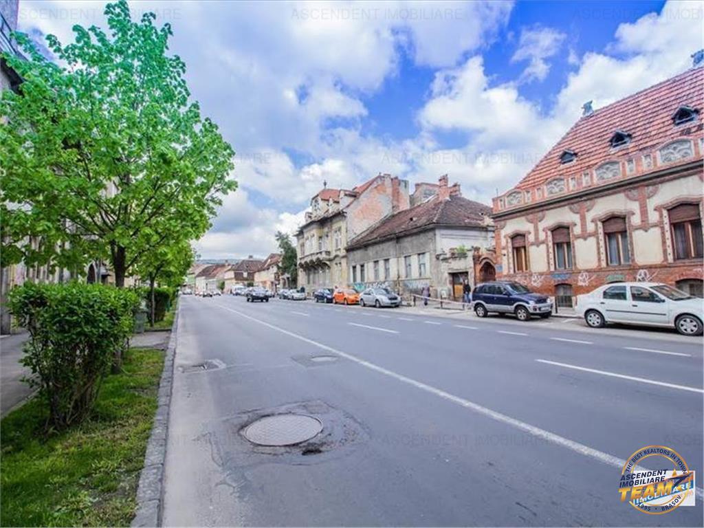 Nivel in vila interbelica, pozitie privilegiata,  Brasov- Centrul Civic