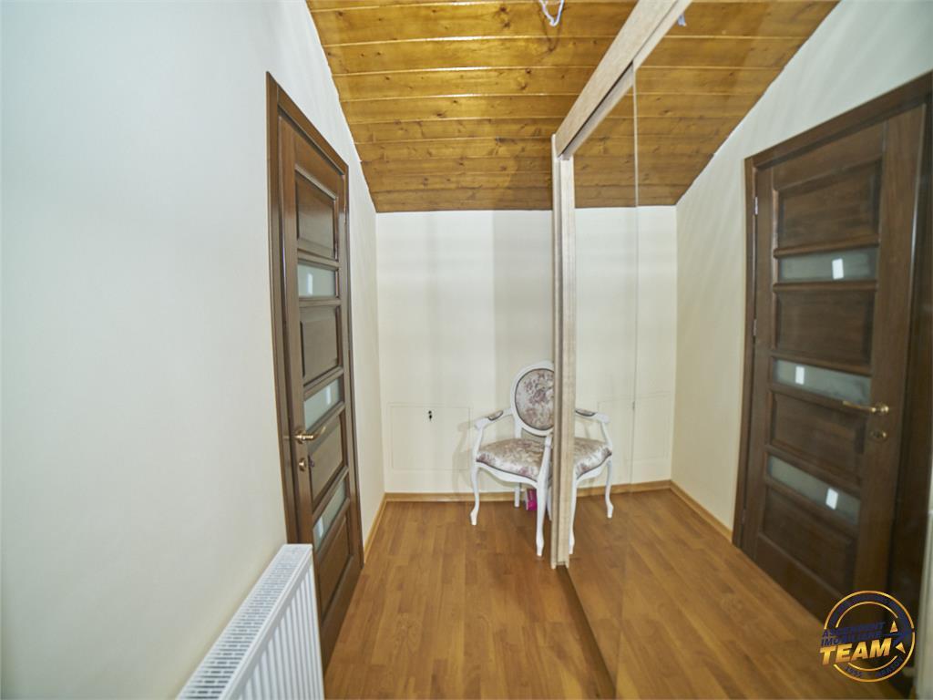 Vila sub frumoasele linii ale elegantei, Sanpetru, Brasov