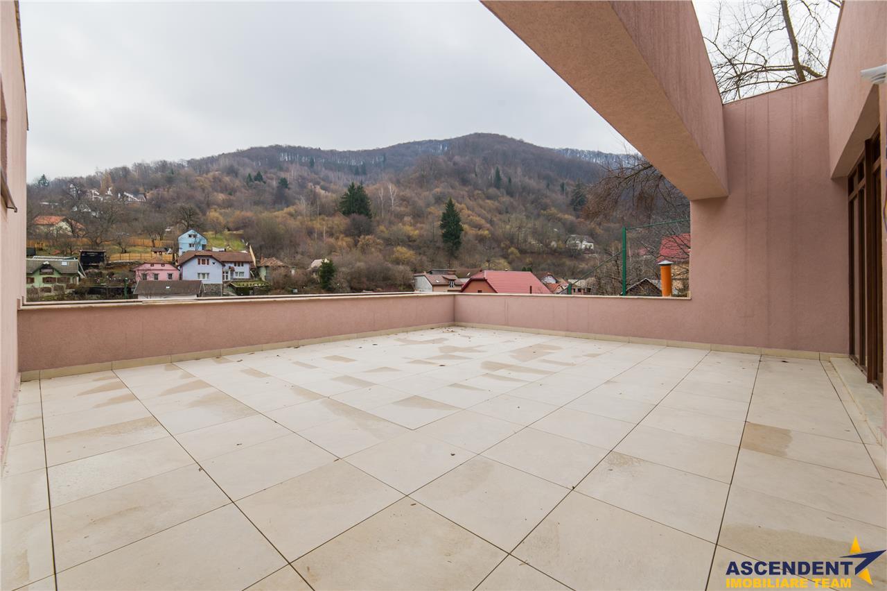 EXPLOREAZA VIRTUAL!Proprietate in vila,50 mp terasa,Cetatea Brasovului.