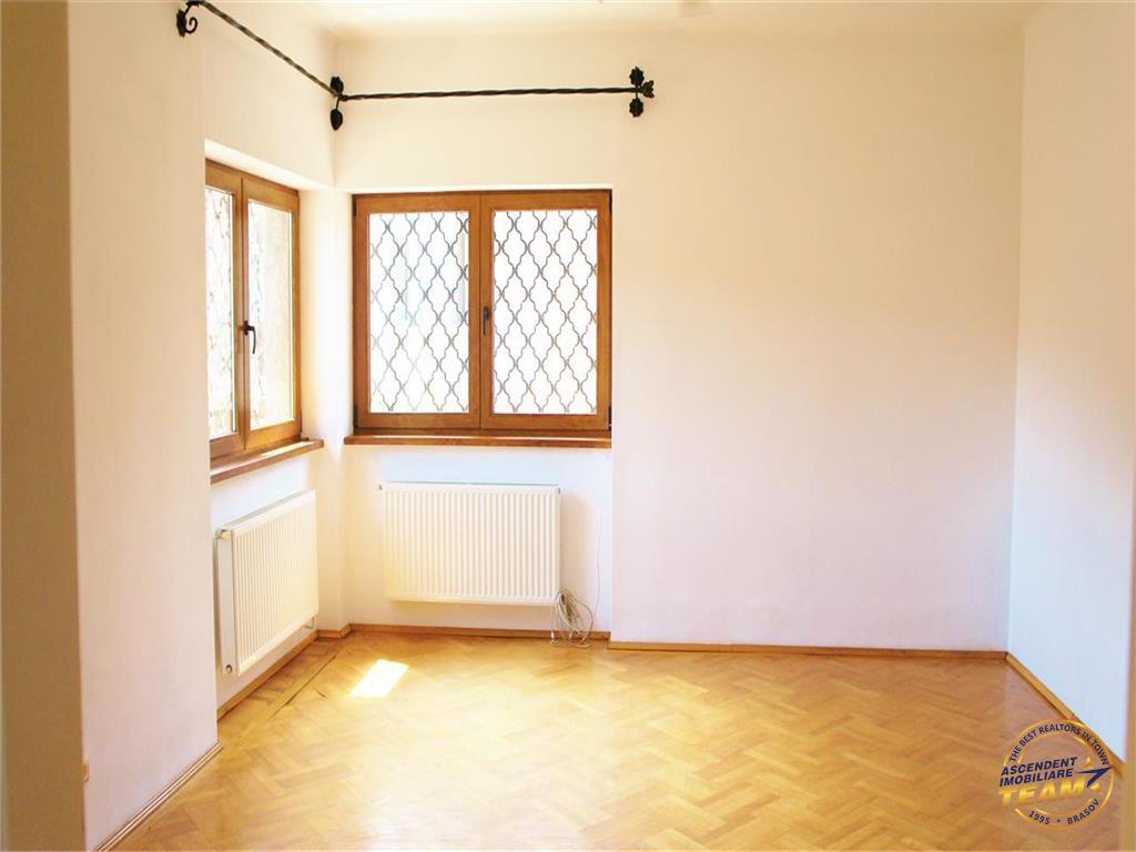 Nivel in vila interbelica,120mp, garaj propriu, Central, Brasov
