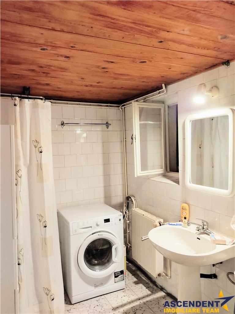OFERTA REZERVATA!! Vila cu 4 camere pretabila pentru birouri sau sediu de firma, Astra, Brasov