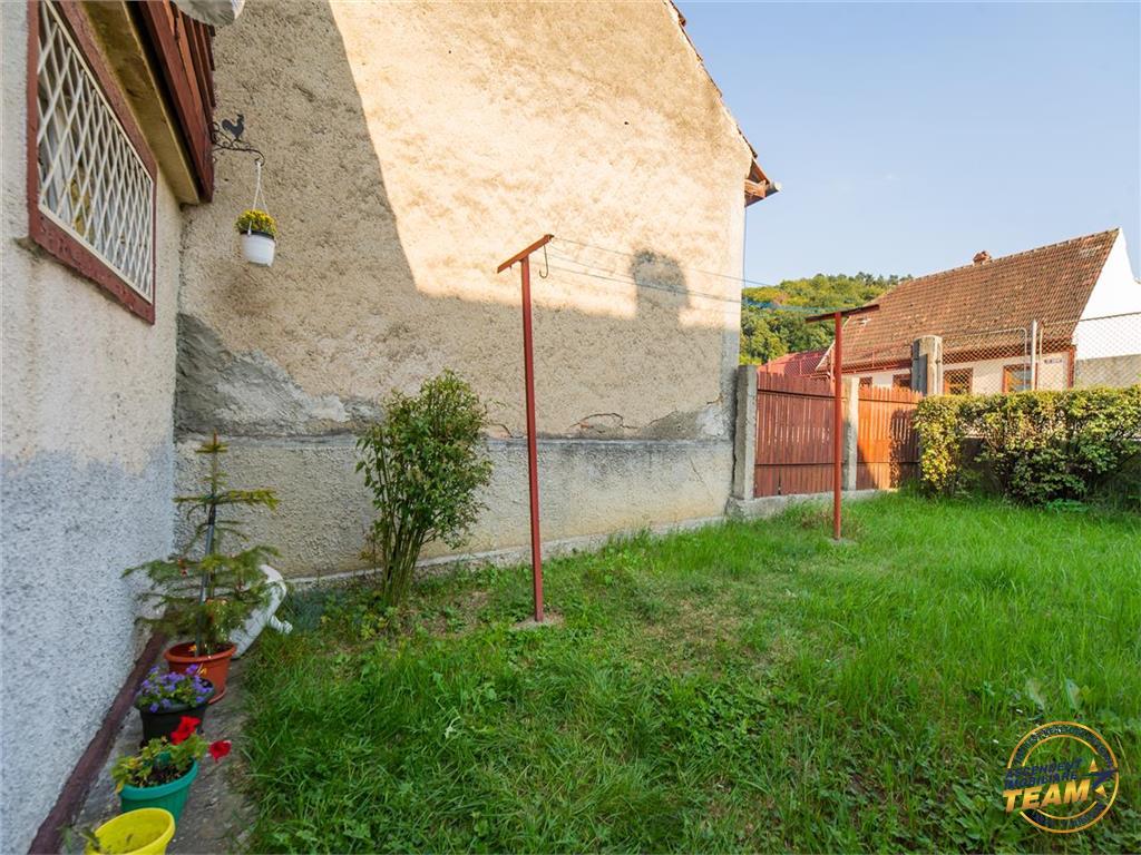 Afabil corp de casa, in rasfatul gradinii proprii, Blumana 3, Brasov