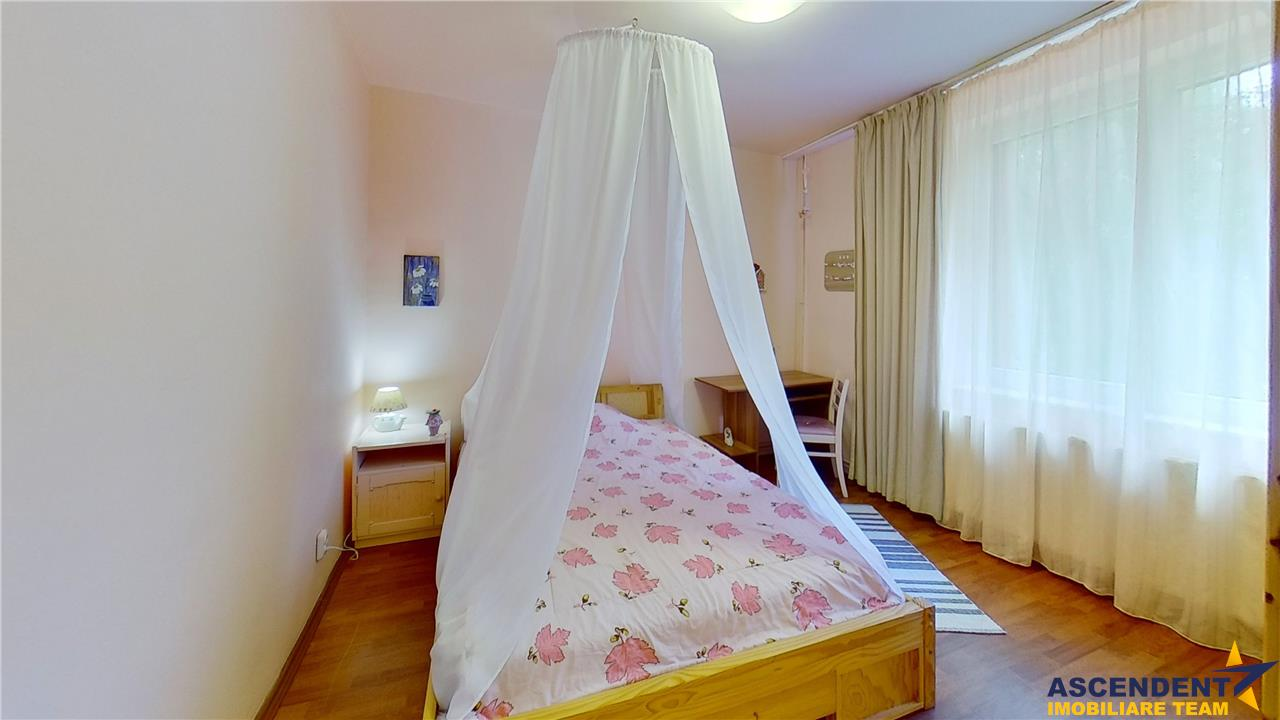 EXPLOREAZA VIRTUAL! Resedinta cocheta, in relaxanta zonare,Semicentral