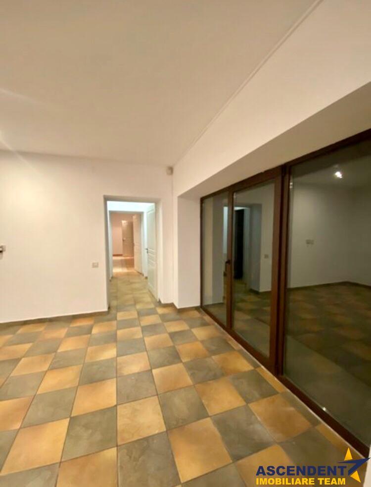 Spatiu de birouri, exclusivist, situat la vila, Brasov