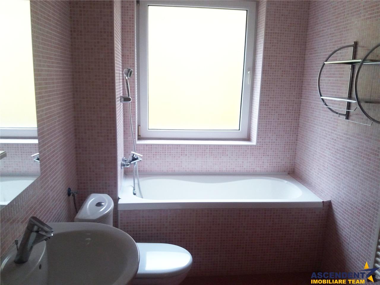 Apartament spatios, decomandat, elegant mobilat, Central, Brasov