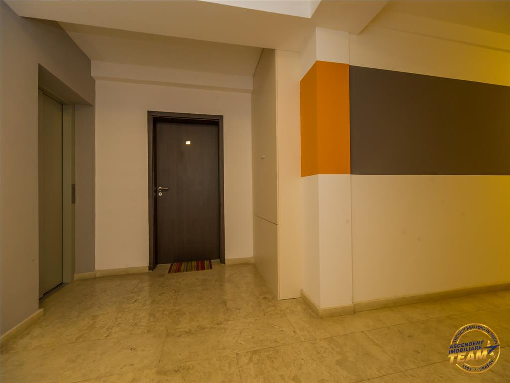 Segmentul LUX, garaj subteran, Centrul Civic, Brasov