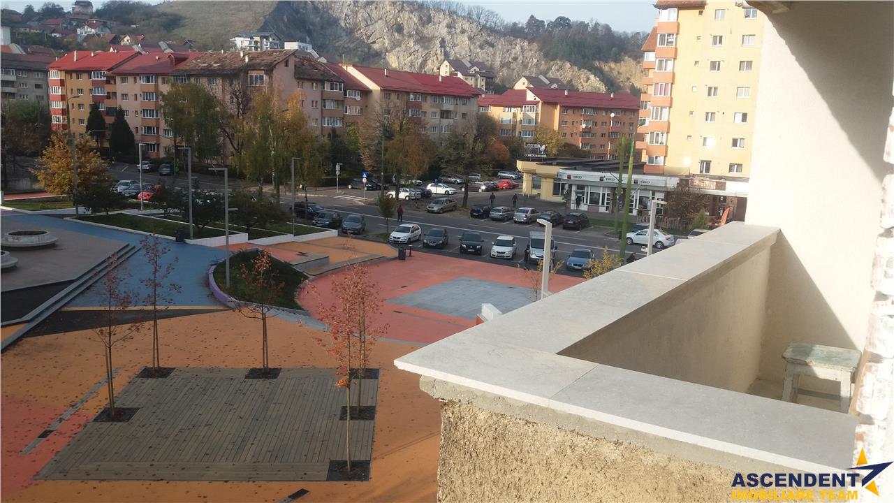 Decomandat, compozitionat 3 camere, pe pietonalul din Racadau, Brasov