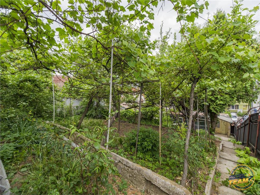 Mica constructie, cu teren intravilan, clasa 500mp,  rezidential/proiect imobiliar, Central Brasov