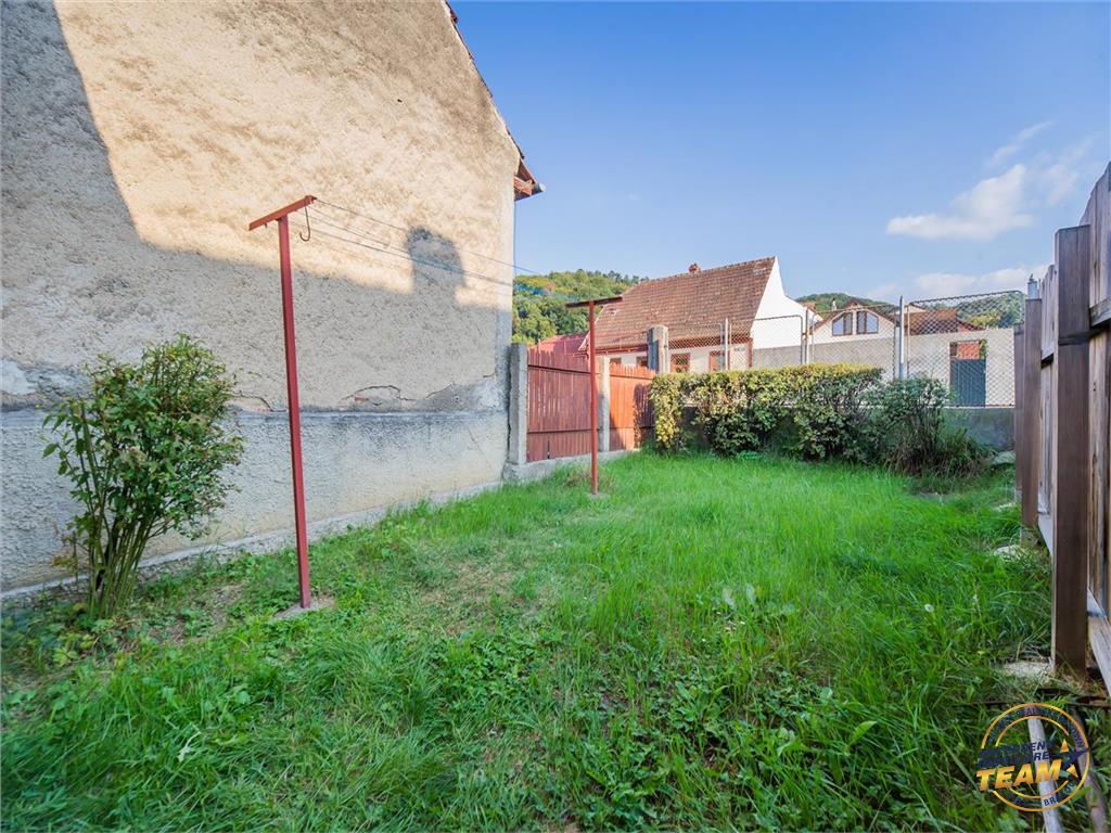 Corp de casa, cu gradina proprie, in zonare de case, Brasov