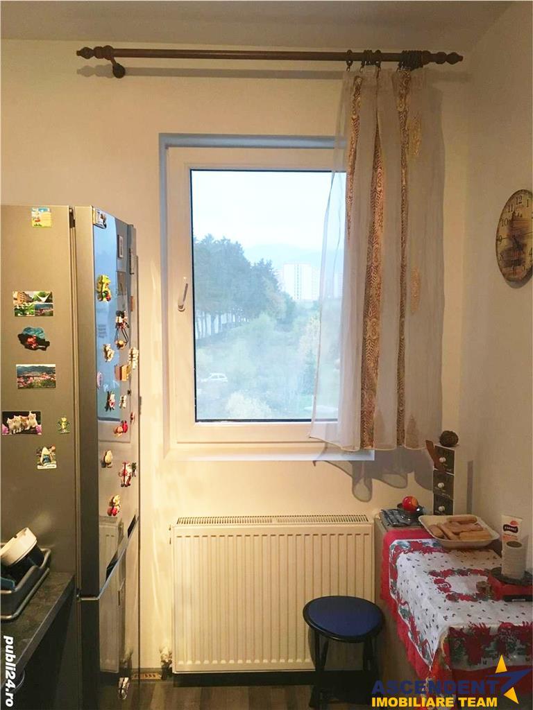 Resedinta, pe doua camere + balcon, zona Tractorul, Brasov