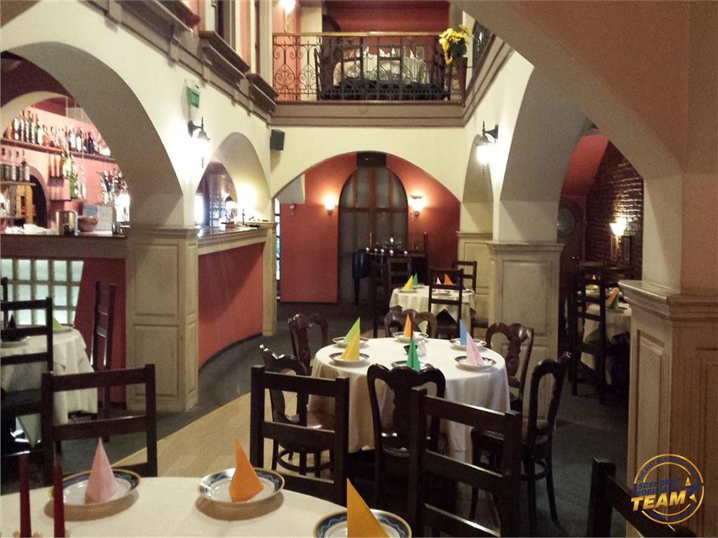 In fila Cetatii Istorice a Brasovului, Restaurant/ Club Privat etc.