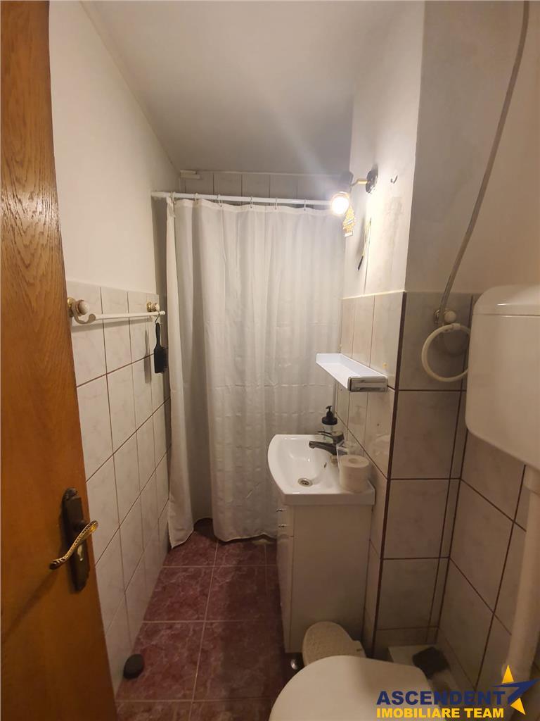 Apartament de inchiriat, cinci camere, pretabil si spatiu birouri