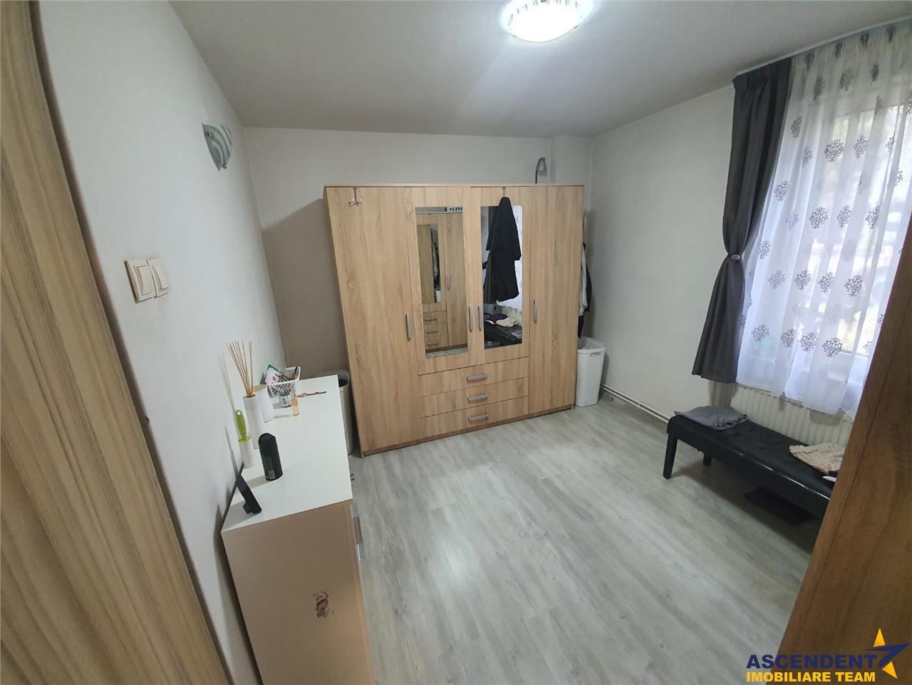 Cinci camere, pretabil spatiu de birouri/ sediu firma, rezidential