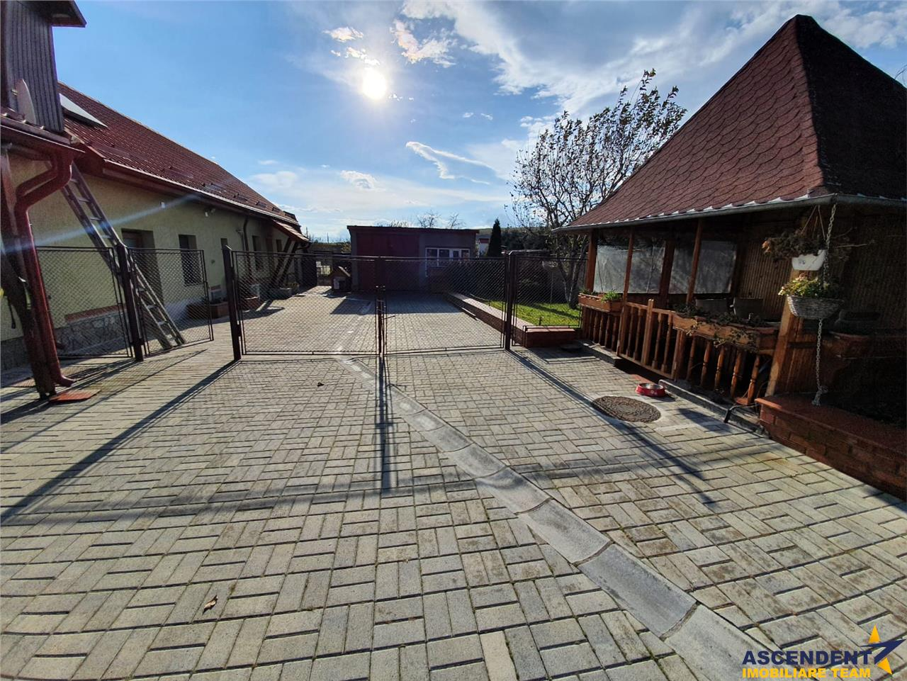 OFERTA REZERVATA!! Resedinta intr o nota nobila, 3.000 mp, Rotbav, Brasov