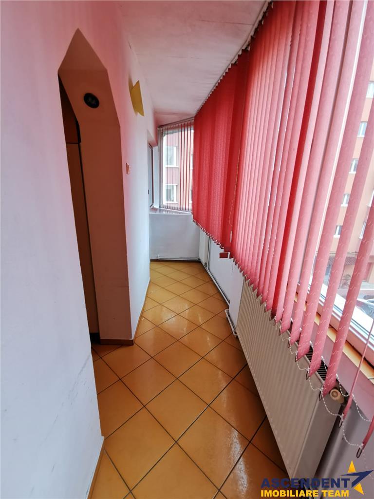 Proprietate, trei camere, facila zonare, decomandata prezentare