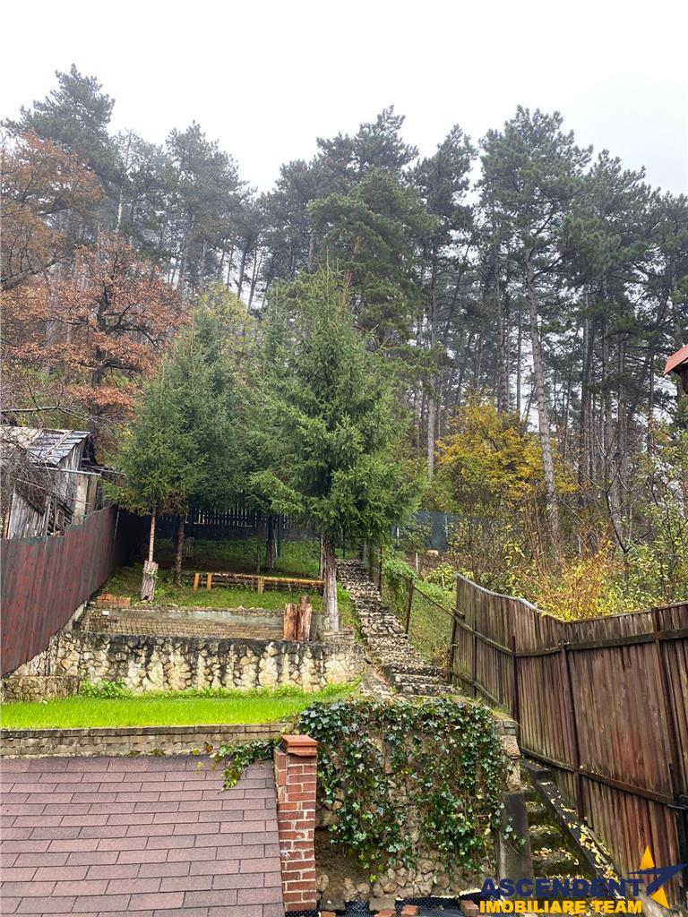 OFERTA REZERVATA!!Apartament in vila, sub aripa padurii, terasa suspendata,  acces gradina