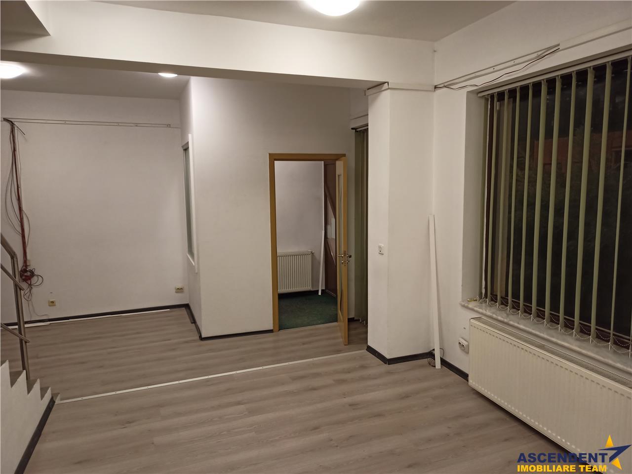 Vila pretabila comercial/ birouri zona Central, Brasov