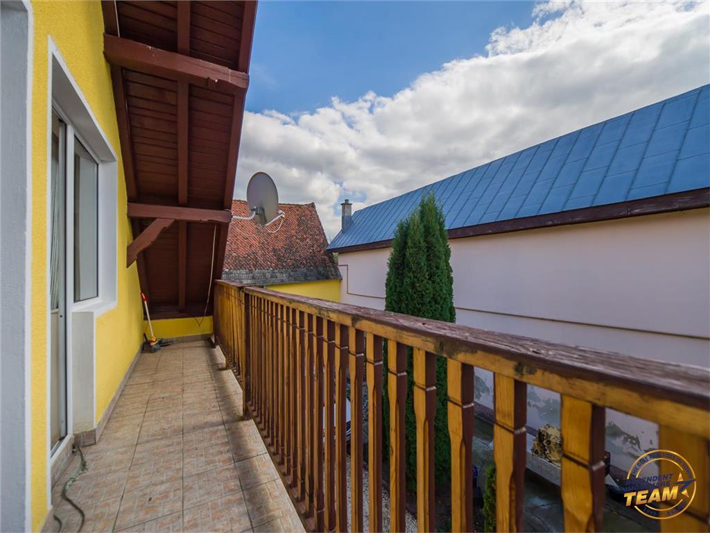 FILM! Resedinta pe domeniu de 3.600 mp, zona cu distinctie internationala  Prejmer, Brasov