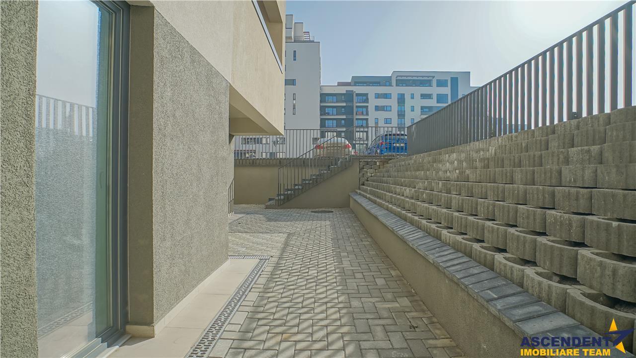OFERTA REZERVATA!! Spatiu comercial, terasa in suprafata de 52mp, Tractorul, Brasov