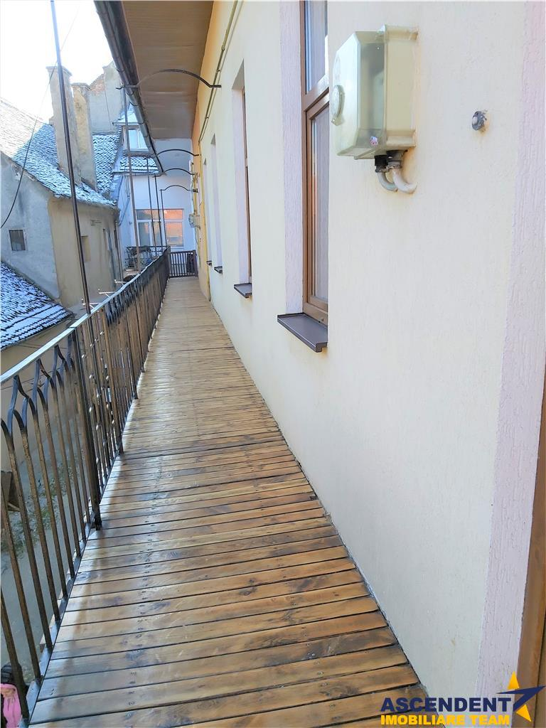 EXPLOREAZA VIRTUAL! Eleganta prorietate, cu terasa panoramica si loc parcare, in a Centrului Istoric Imbratisare