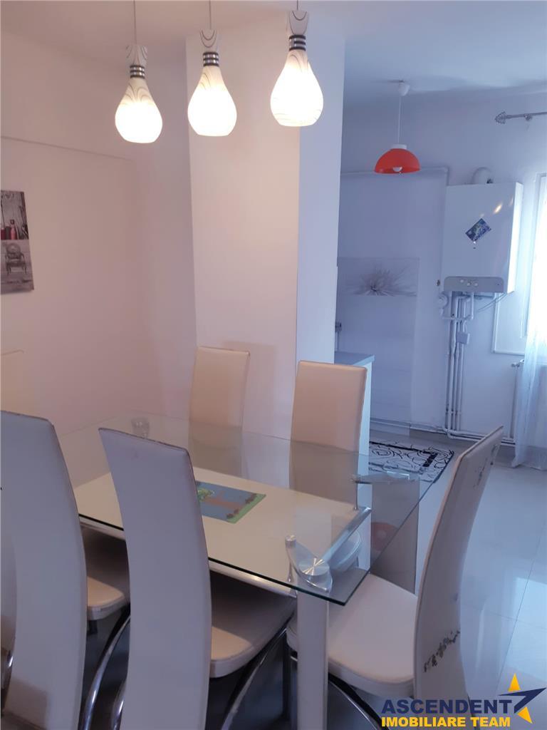 Apartament trei camere, Tractorul, Brasov