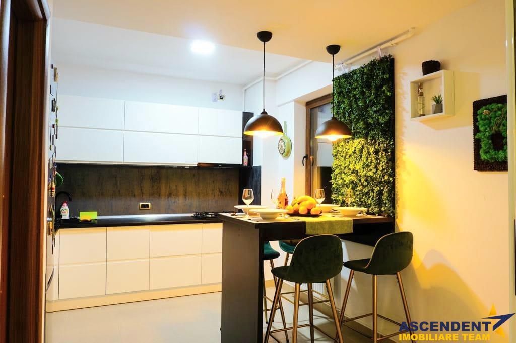 Apartament modern cu trei camere, zona Coresi