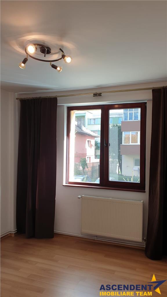 Apartament etaj intermediar Carpatilor, Brasov