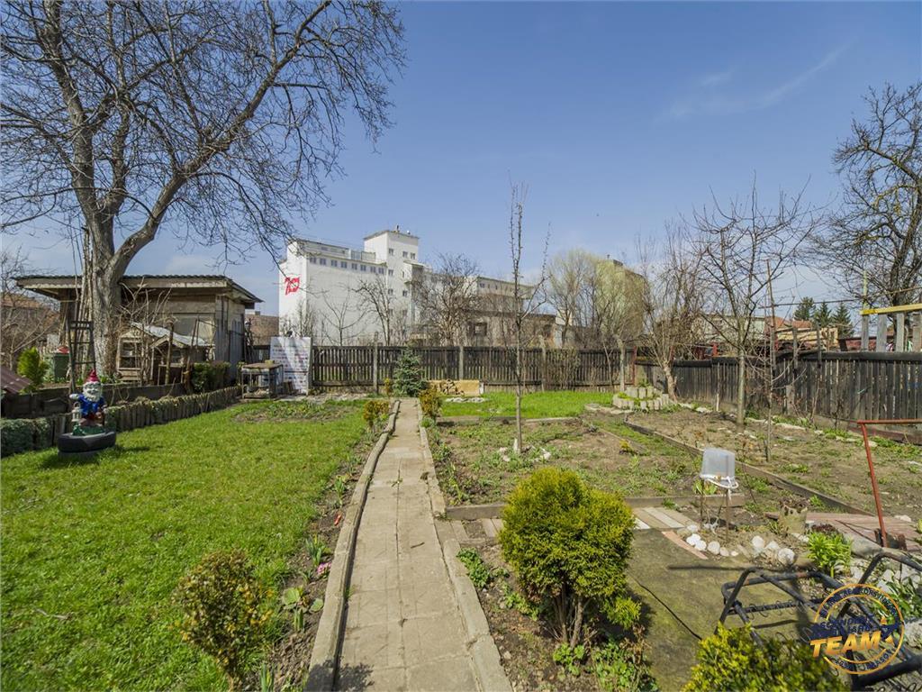 OFERTA REZERVATA!! Proprietate cu trei imobile, gradina proprie, Central, Brasov