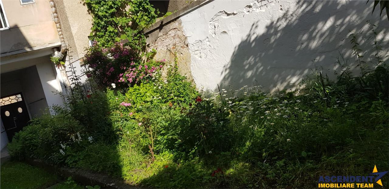 Imobil in casa, cu gradina de flori, zona rezidentiala Centrala a Brasovului