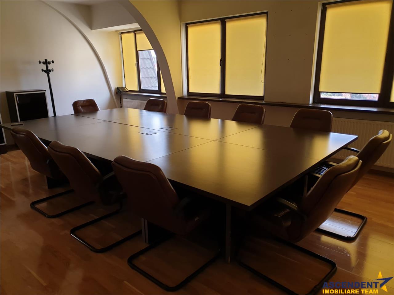 Cladire eleganta, pretabila: birouri, sediu firma, clinica ,etc  Central, Brasov