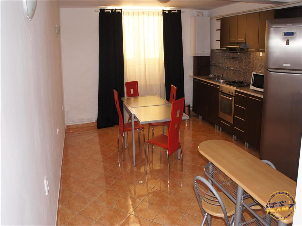Nivel in vila interbelica, cu terasa generoasa, garaj, Ultracentral, Brasov