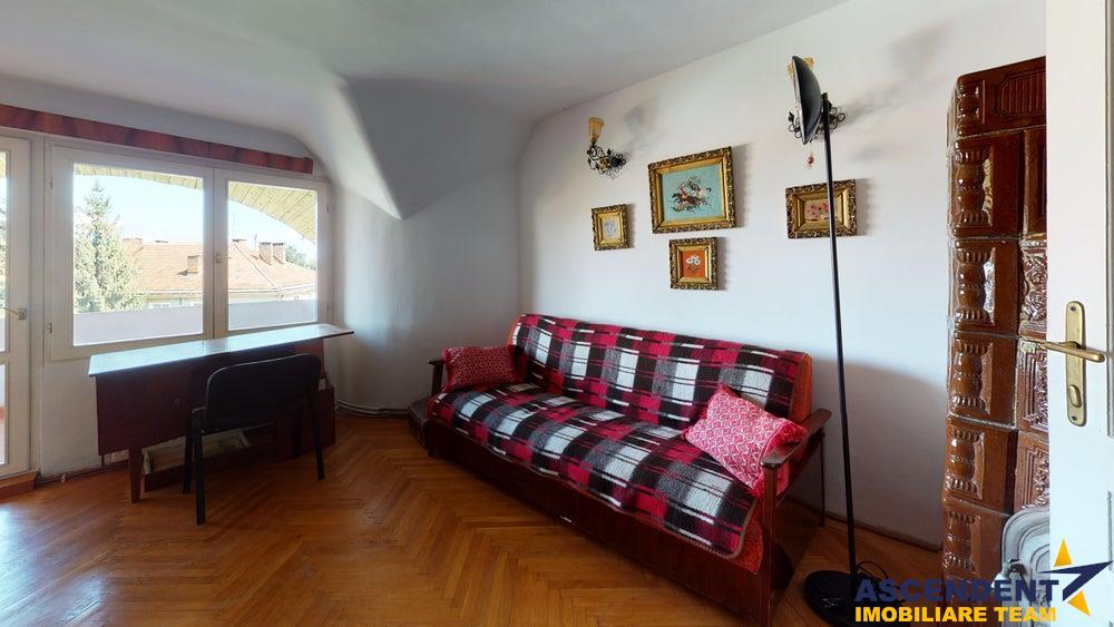 EXPLOREAZA VIRTUAL! Vila boiereasca, cu turnulet de veghe, in verde imbratisare, Central, Brasov