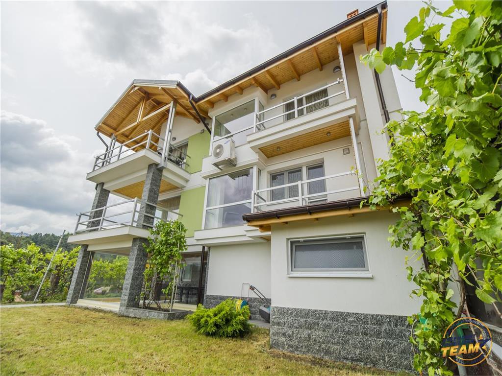 OFERTA TRANZACTIONATA!! Vila in stil arhitectonic, in rasfatul culorii si luminii, Central, Brasov