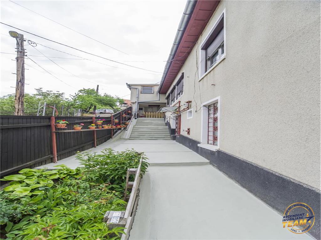 OFERTA TRANZACTIONATA!!Doua nivele in vila, curte, gradina, garaje, prezentare considerabila, Central