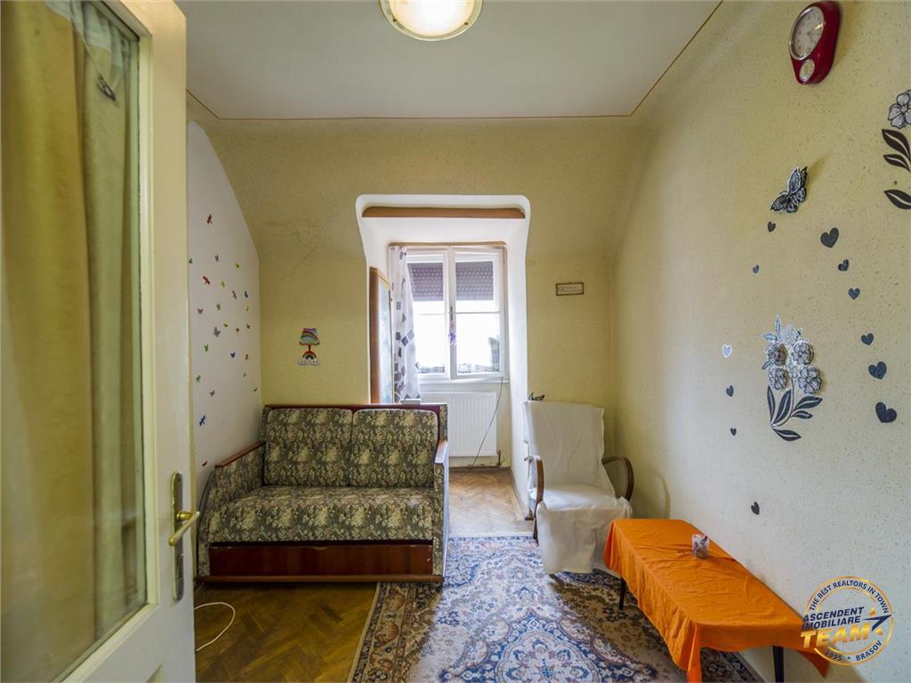 OFERTA TRANZACTIONATA!!!!! Nivel in casa, intrare separata, garaj propriu, Central, Brasov