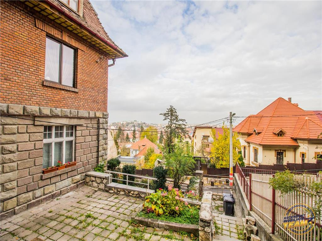 OFERTA TRANZACTIONATA!!!Proprietate regim vila, gradina terasata, vedere panoramica, Central, Brasov