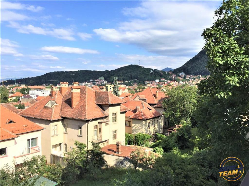 Un rustic nivel in vila, cu terase, vedere panoramica, Central, Brasov