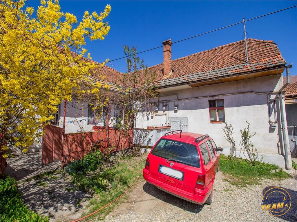 Corp de casa, cu garaj, terasa si pod propriu, zona de case, Brasov