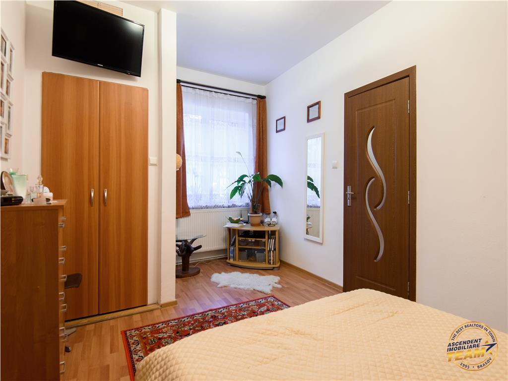 OFERTA REZERVATA!!!Corp casa + extra camera, cu terasa si acces auto in curte, Central, Brasov