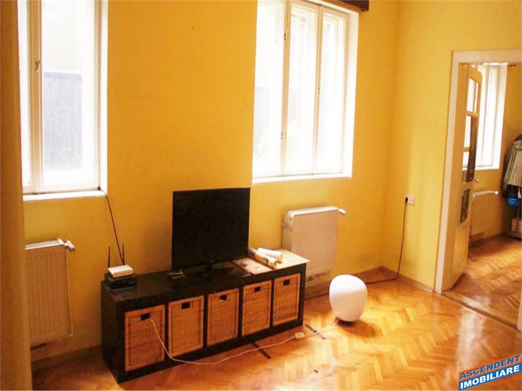 Casa, singura in curte,+spatiu,vitrina stradala, Central, Brasov