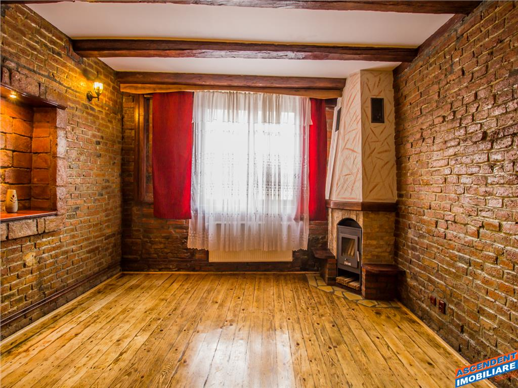 OFERTA REZERVATA!!! Corp de casa, in farmecul si caldura stilului rustic, Central, Brasov