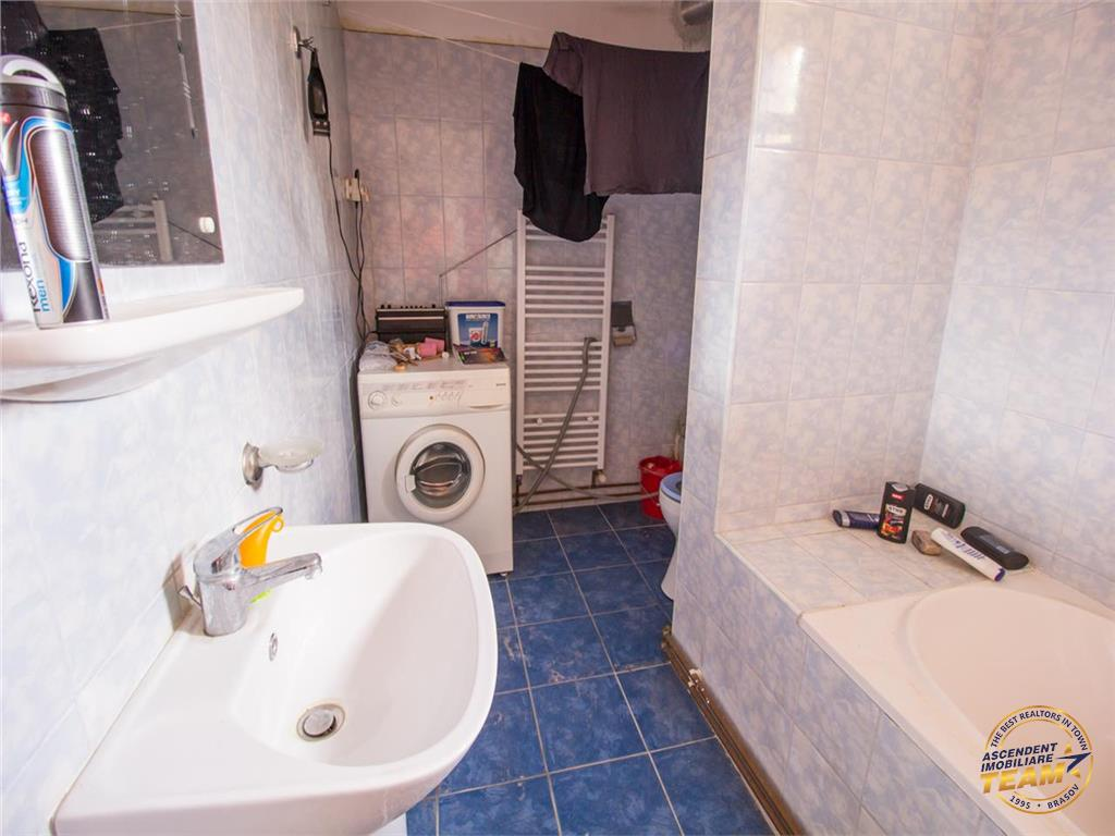 OFERTA TRANZACTIONATA!!!Apartament in casa,cu garaj, pod propriu,pivnita tip crama