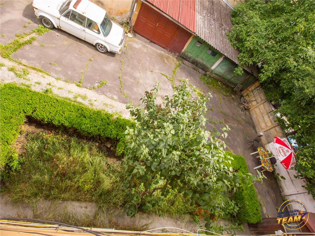 OFERTA TRANZACTIONATA!!! Apartament in casa,cu garaj, pod propriu,pivnita tip crama