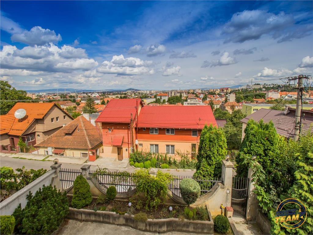 OFERTA TRANZACTIONATA!!!Nivel in vila, gradina si curte proprie,pozitie panoramica, Central, Brasov