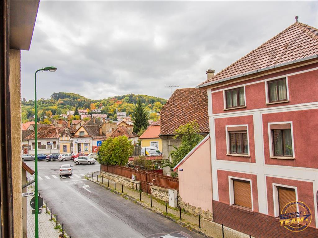 OFERTA TRANZACTIONATA!!!!Nivel in vila,compozitie particulara, garaj si terasa generoasa,Central, Brasov