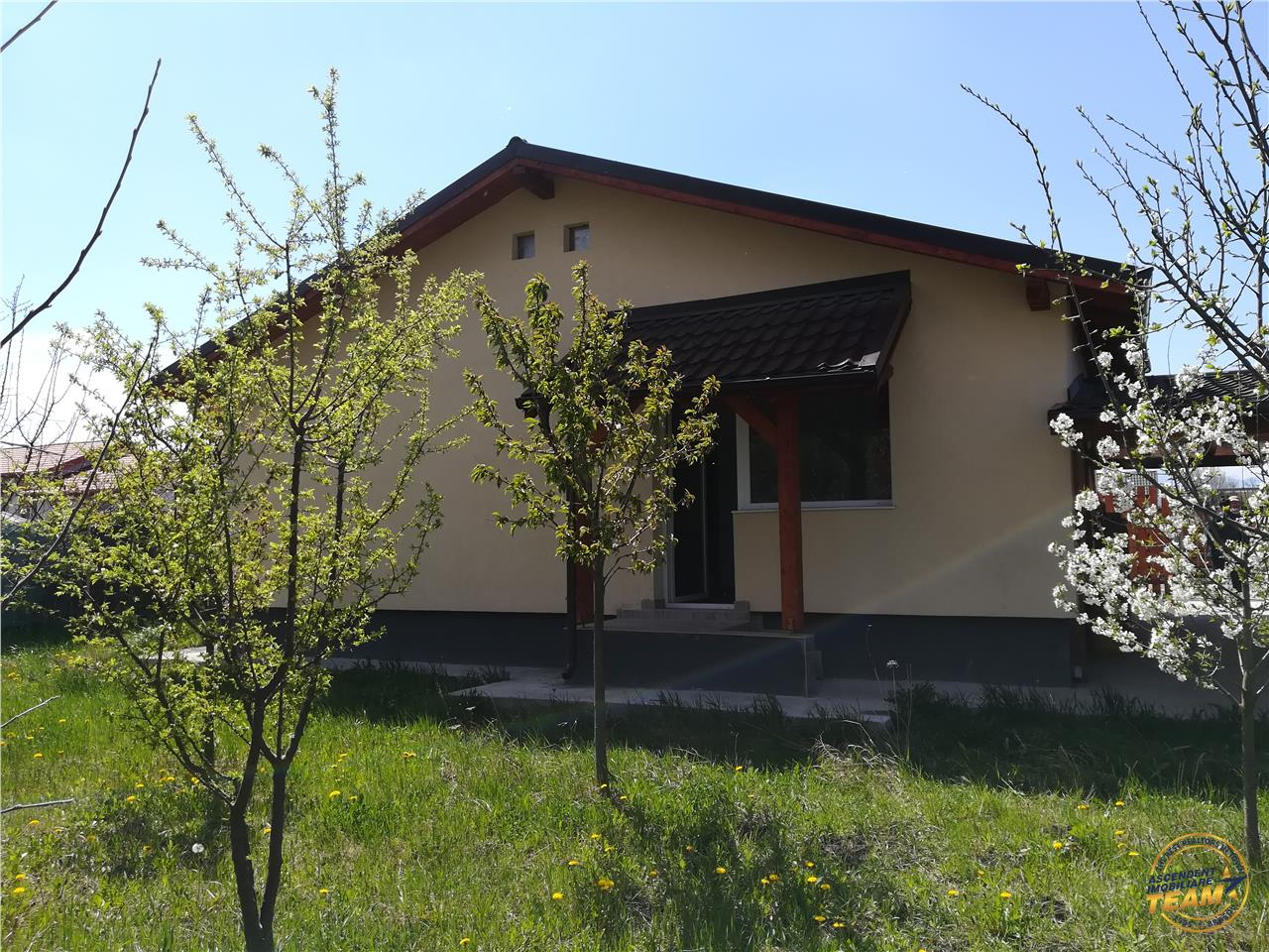 OFERTA TRANZACTIONATA!! Casa cocheta,cu pomi fructiferi, constructie noua, Brasov