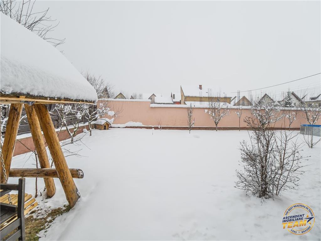 Resedinta compozitie particulara, pe 1.200 mp teren, zona Cetatii Rasnovului