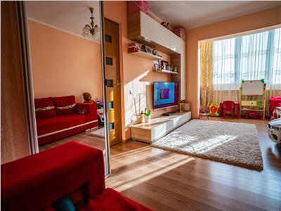 Apartament 2 camere spatios, decomandat, zona Tractorul, parcare inclusa