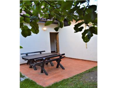 Resedinta asezata in tabloul natural de la poalele Caraimanului