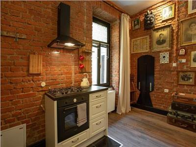 Doua imobile, in design apreciat, vedere deschisa, in Istoricul Centru al Brasovului